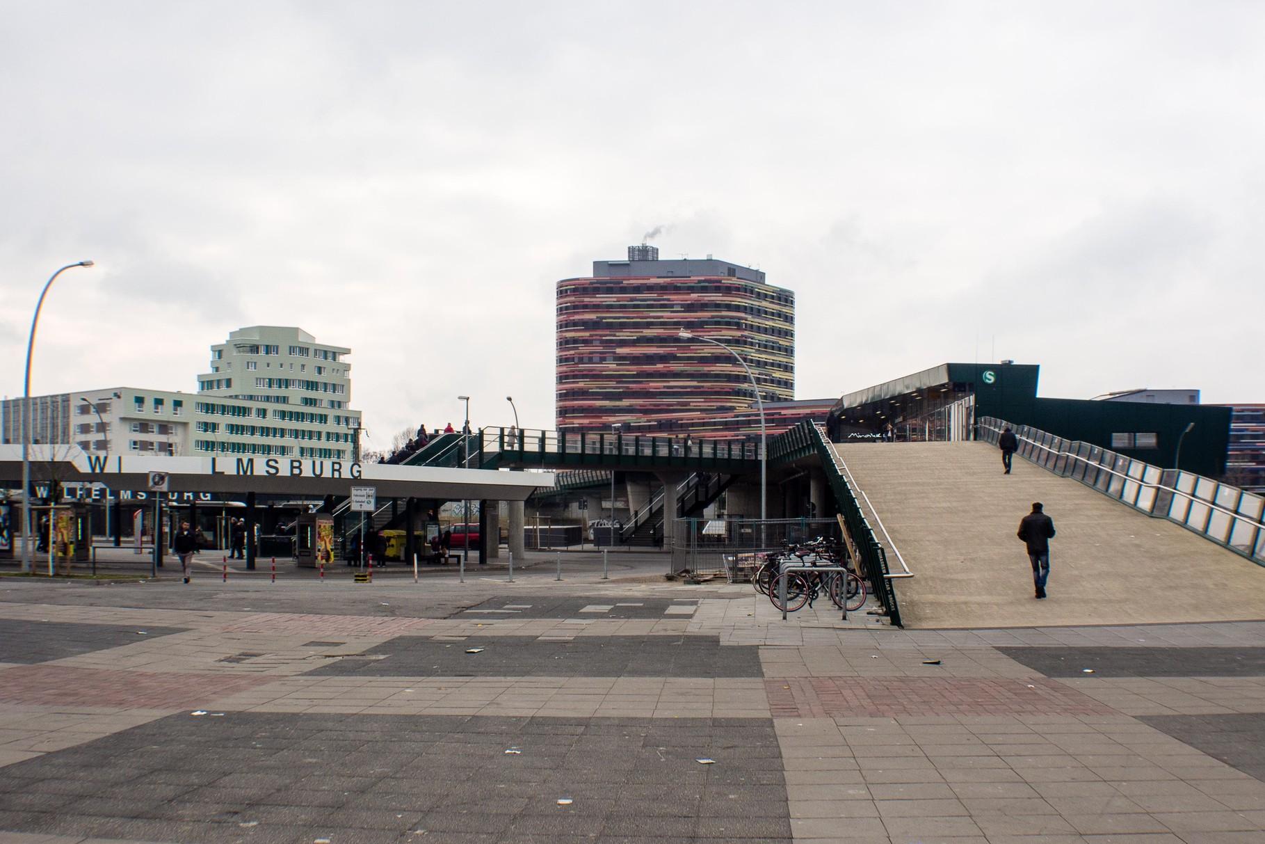 S Bahnhof Wilhelmsburg und Fußgängerbrücke