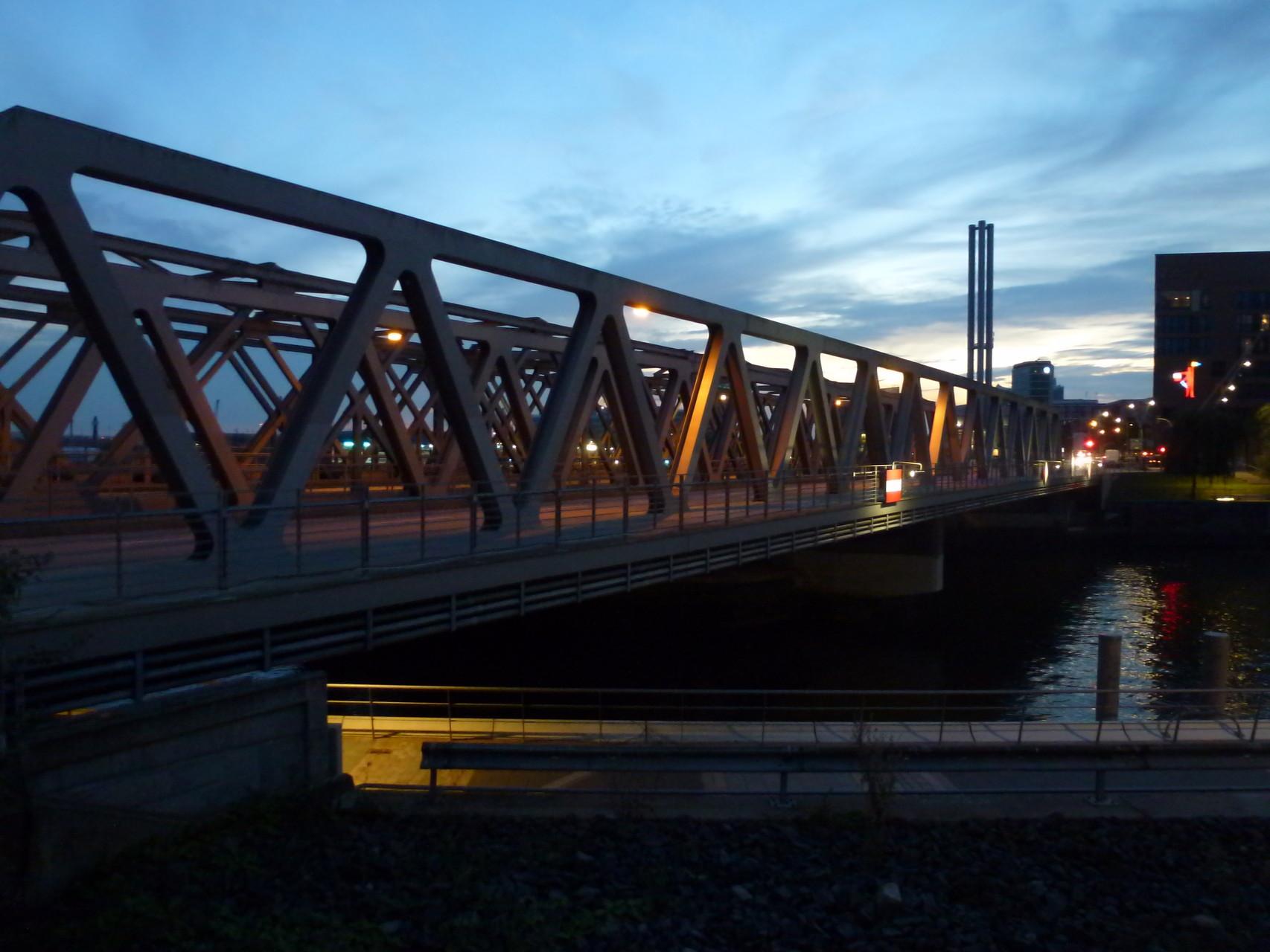 Überseeallee-Brücke