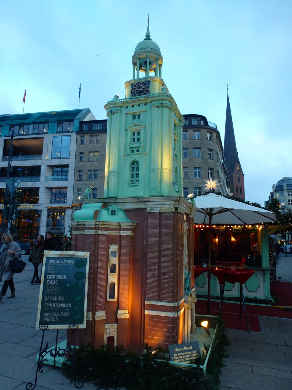 Der Michel - Nachbau des Wahrzeichens am Jungfernstieg zur Weihnachtszeit