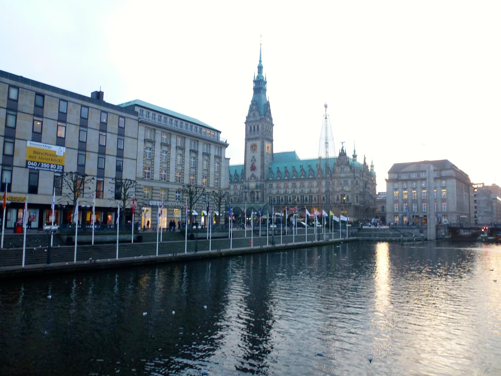 Blick zu Alter Wall und Rathaus