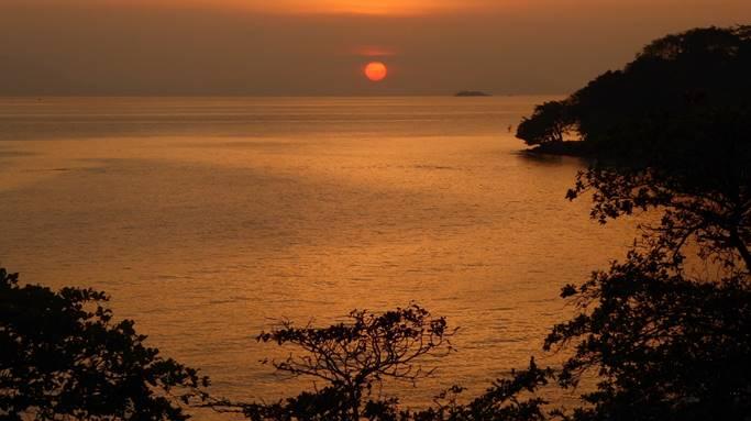 Bild: Sonnenuntergang über dem Mekong