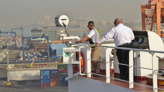 """Bild: Kapitän mit dem saudischen Lotsen beim """"Einparken"""" in Jeddah - Foto 3"""