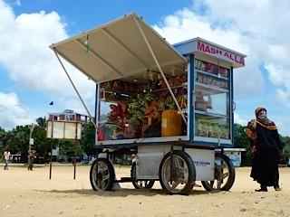 Bild: Verkaufswagen auf Rädern am Strand von Negombo