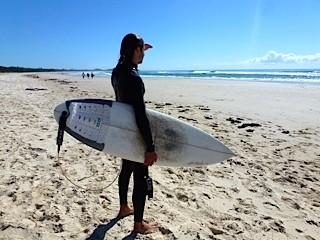 Bild: Tallow Beach - Ausschau nach guten Wellen