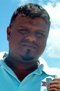 Bild: Sri Lankaner der mir als Standverkäufer vier Polohemden verkauft hat