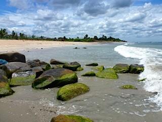 Bild: Große Steine am Strand