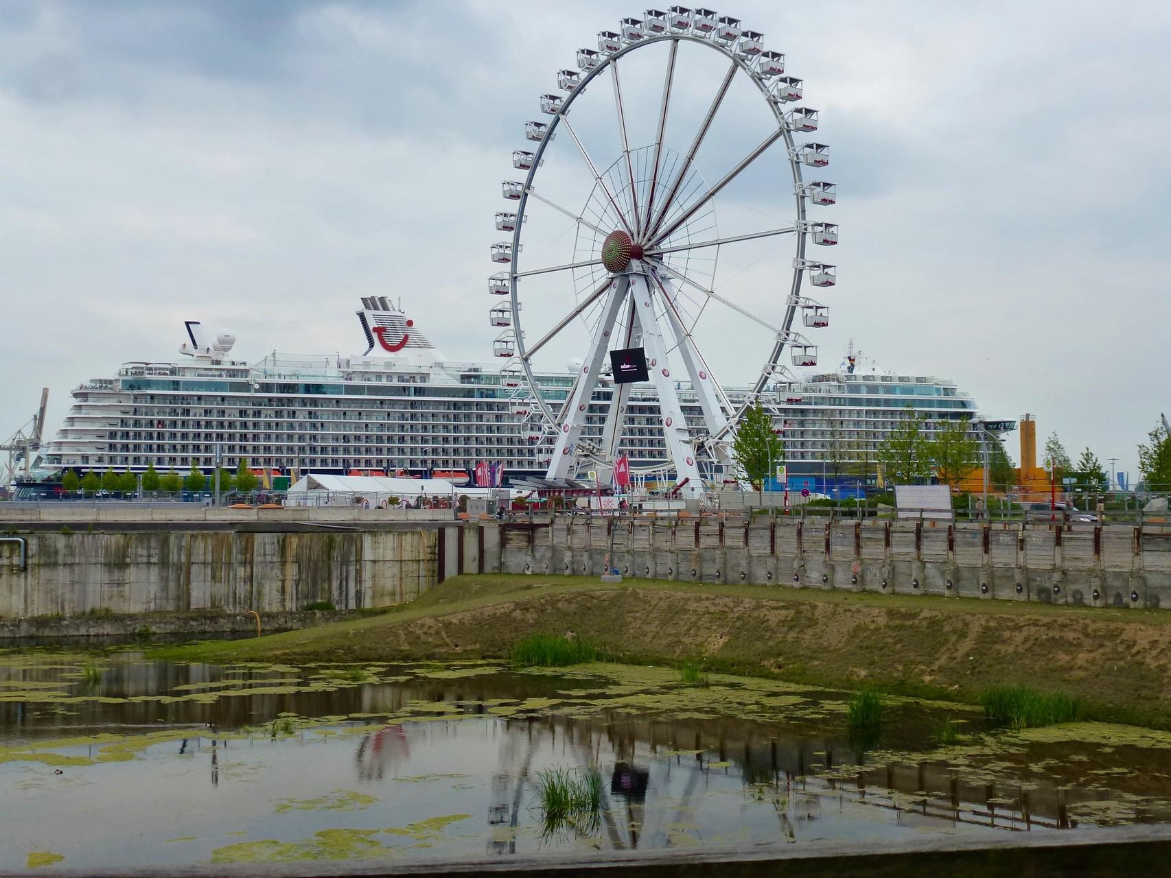 Mein Schiff am Kreuzfahrt-Terminal