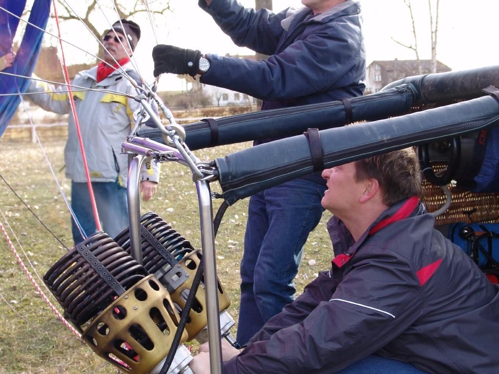 Aufstellen des Arcobräu-Ballons