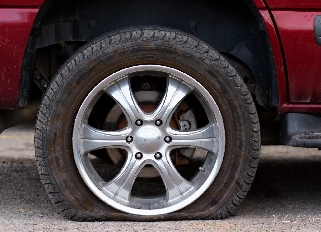 Наиболее частые причины спускания шин .