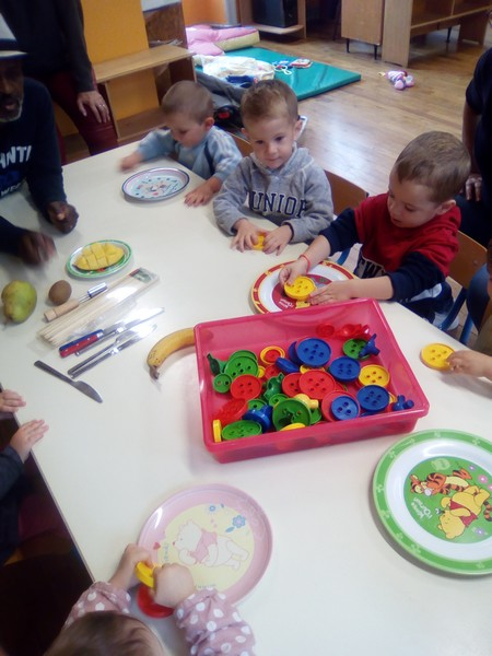 Pour la semaine du goût : animation autour des fruits et couleurs de saison..