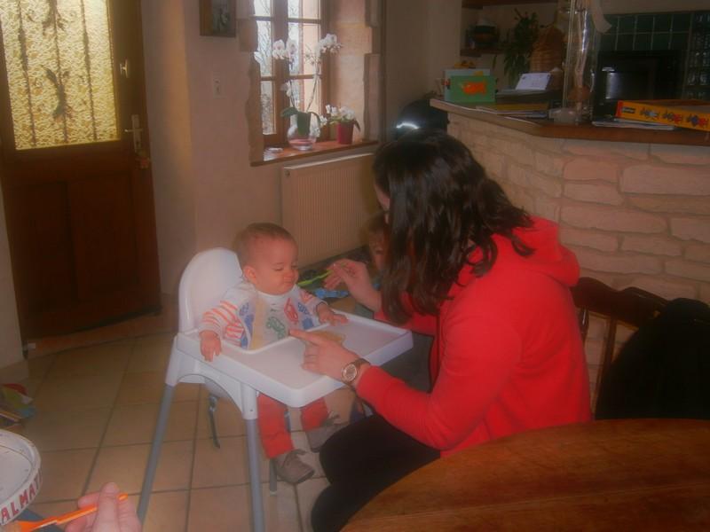 mise en situation : le repas d'un enfant de 9 mois