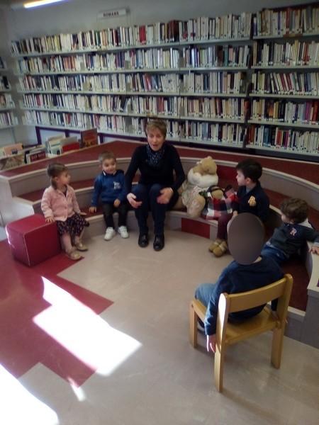 Petite séance lecture à la bibliothèque d'Iguerande
