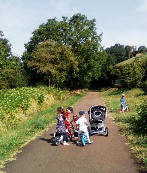 Balade sur la voie verte en poussettes et vélos