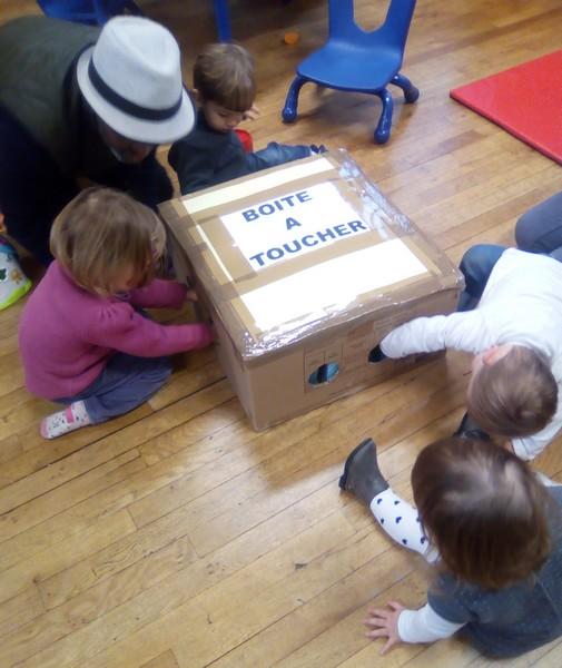 La boite à toucher : qu'allons nous trouver dedans?