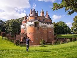 20km  de la VILLA ST VAL le chateau de Rambures