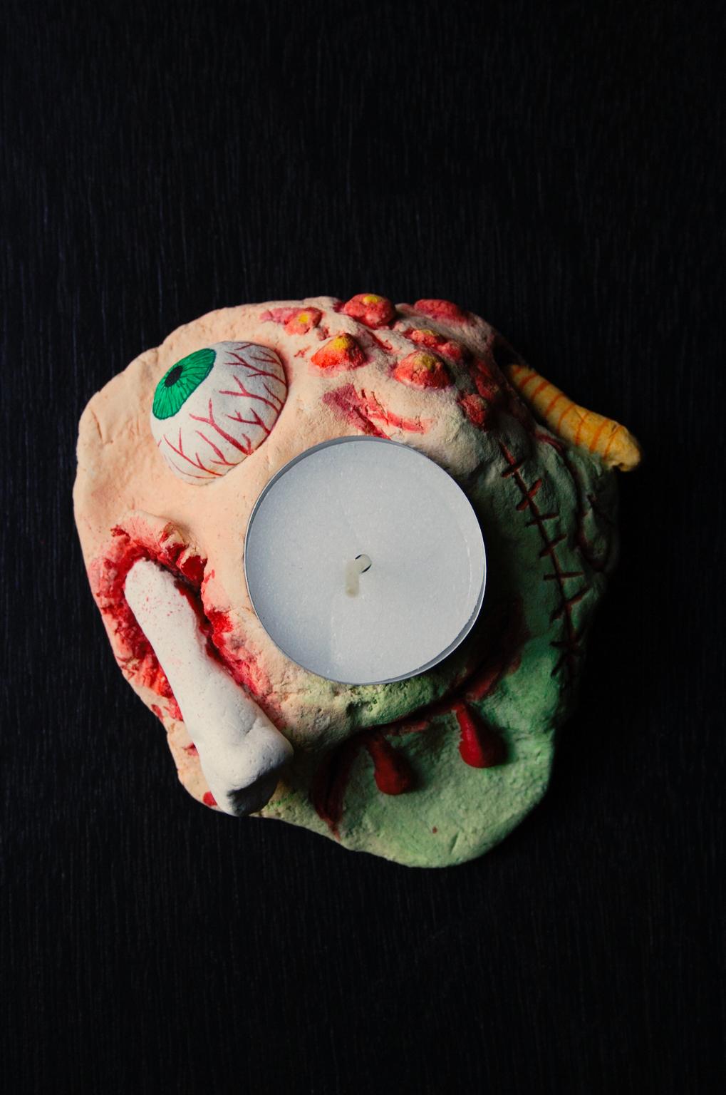 Halloween - gruseliger Kerzenhalter aus Salzteig von oben - Zebraspider DIY Blog