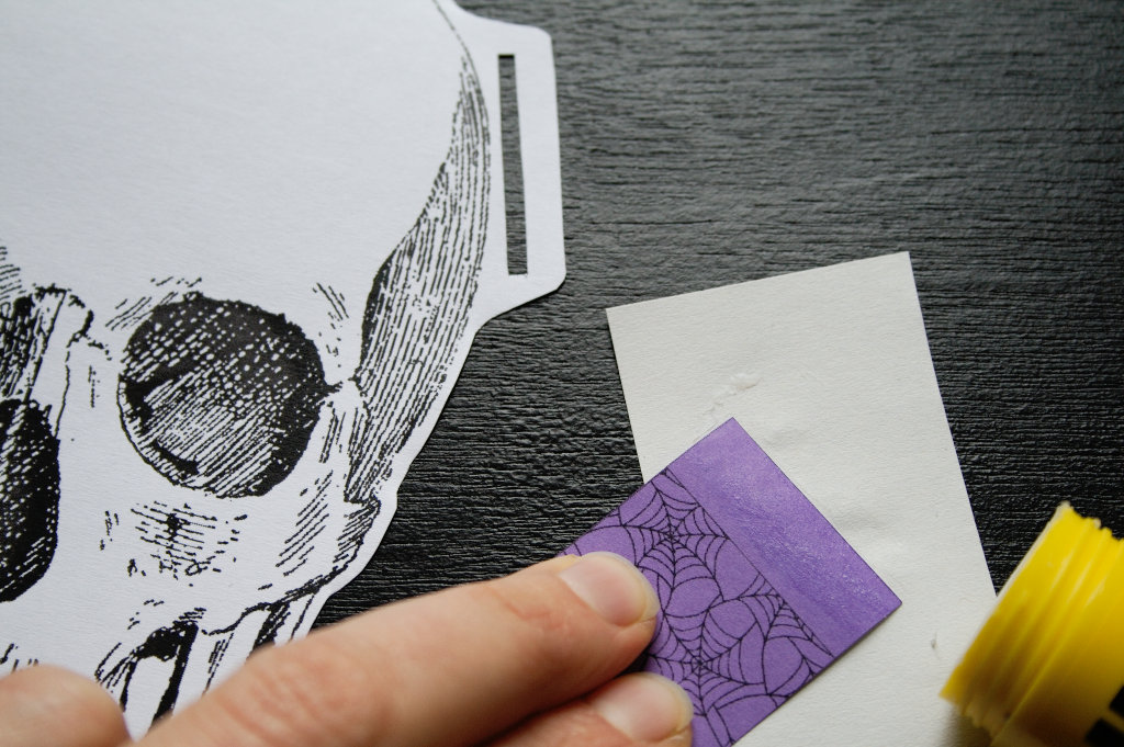 Halloween Papiergirlande - Verbindungen kleben - Zebraspider DIY Blog