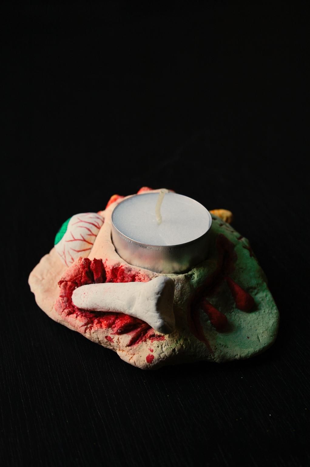 Halloween - gruseliger Kerzenhalter aus Salzteig - Blut und Knochen - Zebraspider DIY Blog
