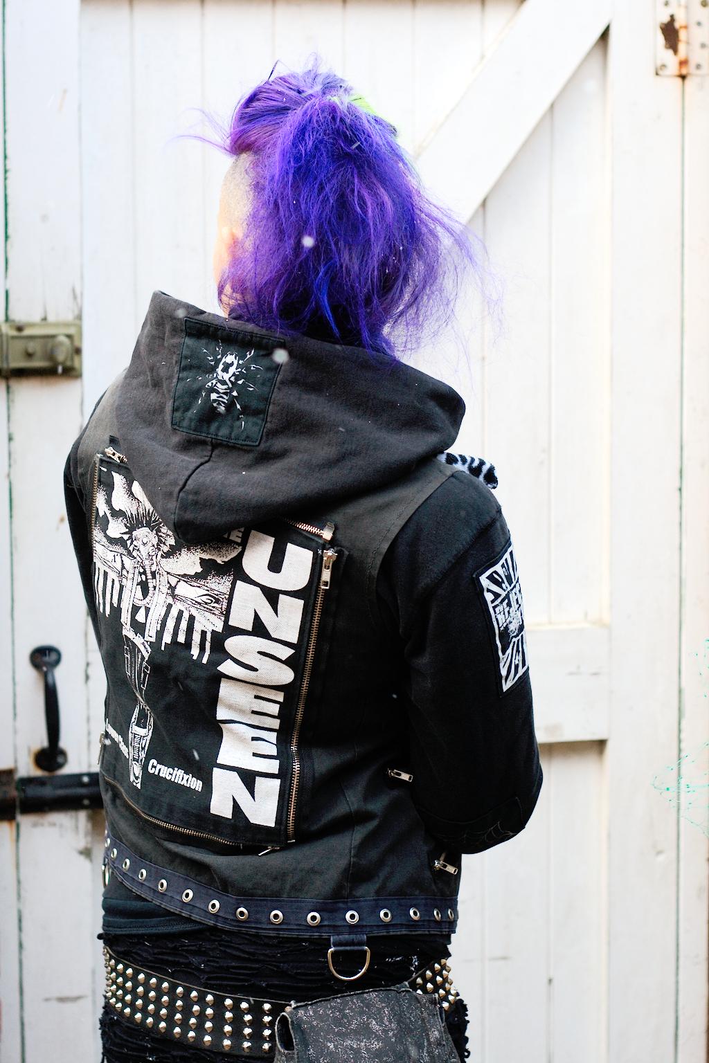 Ausgehoutfits im Winter - Kapu und Weste - Zebraspider DIY Anti-Fashion Blog