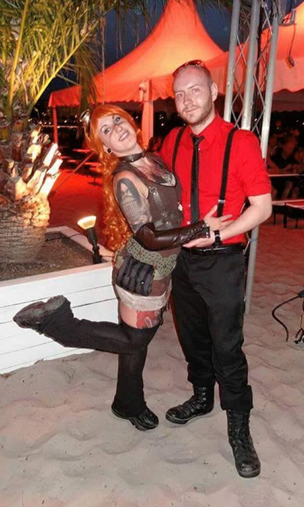 Auftrag für ein Steampunk-Endzeit-Outfit - Jassi und Freund - Zebraspider DIY Blog