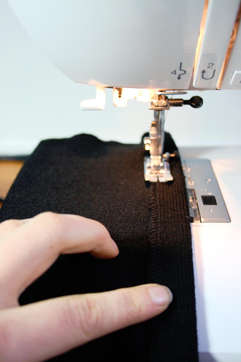 Schnell genähte Strickjacke - Saum nähen - Zebraspider DIY Anti-Fashion Blog