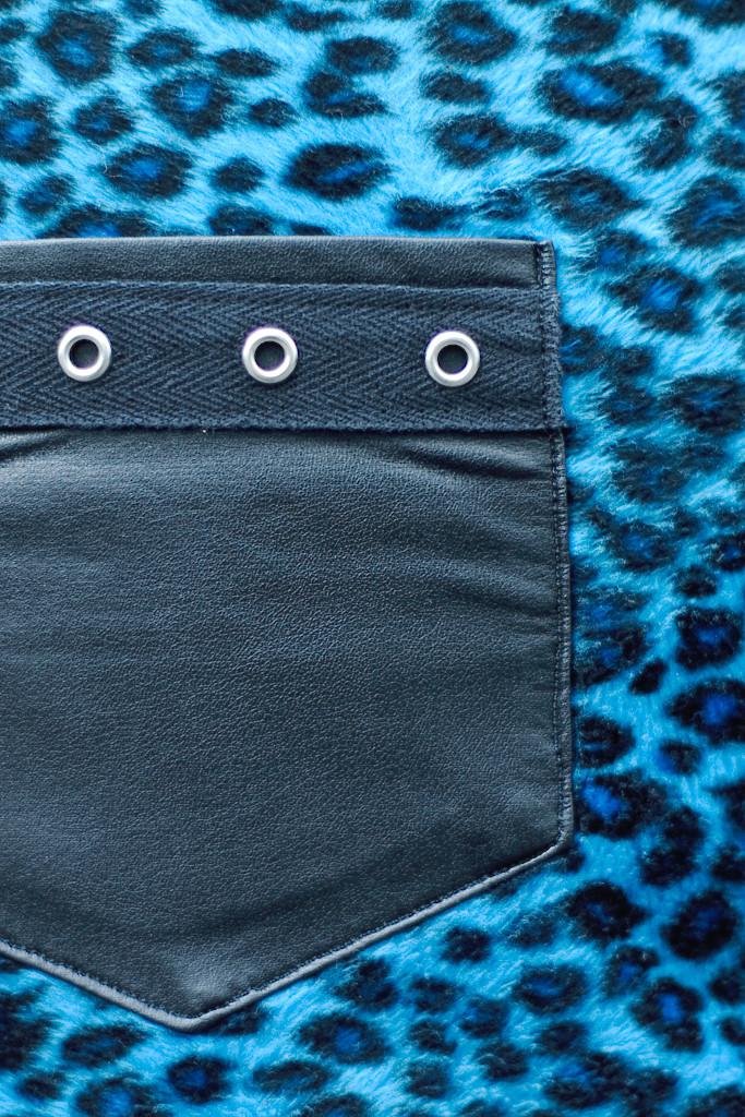 Blauer Leorock mit Kunstleder und Ösenband - Zebraspider