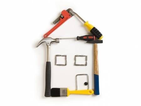 ArtigianinSquadra è un gruppo di professionisti specializzati nella ristrutturazione edilizia e nella realizzazione di impianti elettrici ed idraulici.