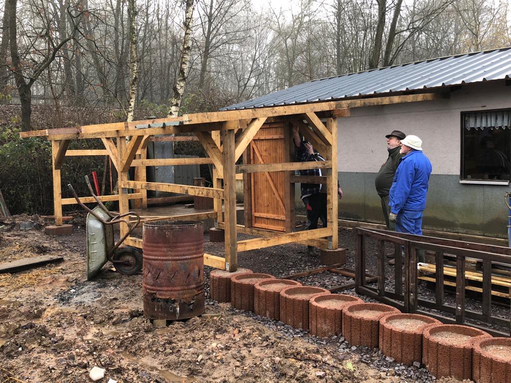 Bau eines Holzunterstandes 2018