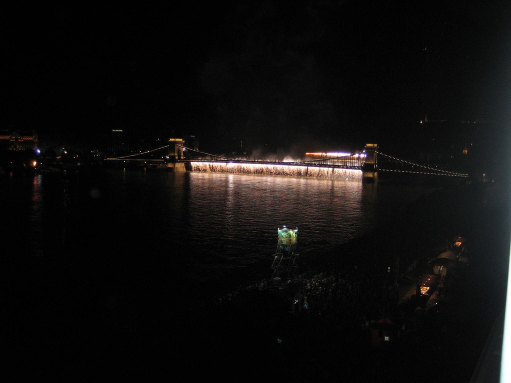Tüzijáték a Duna felett
