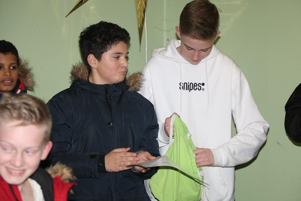 Dorde und Yannick nehmen Ehrungen vor