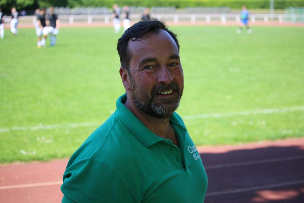Rudwos Trainer - vor dem Spiel sichtlich zufrieden