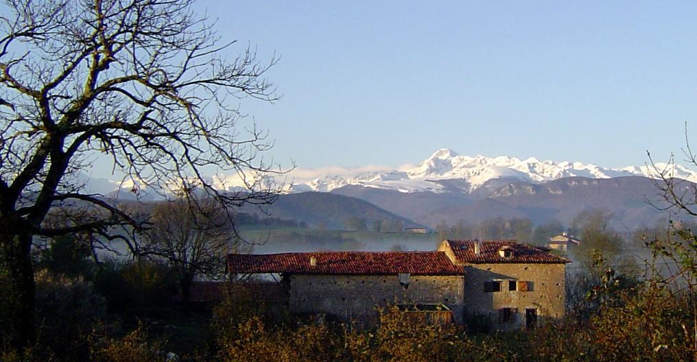 Enlène, face au Mont Valier