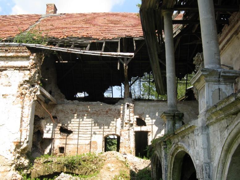 Руйнування східної частини (2010р.)