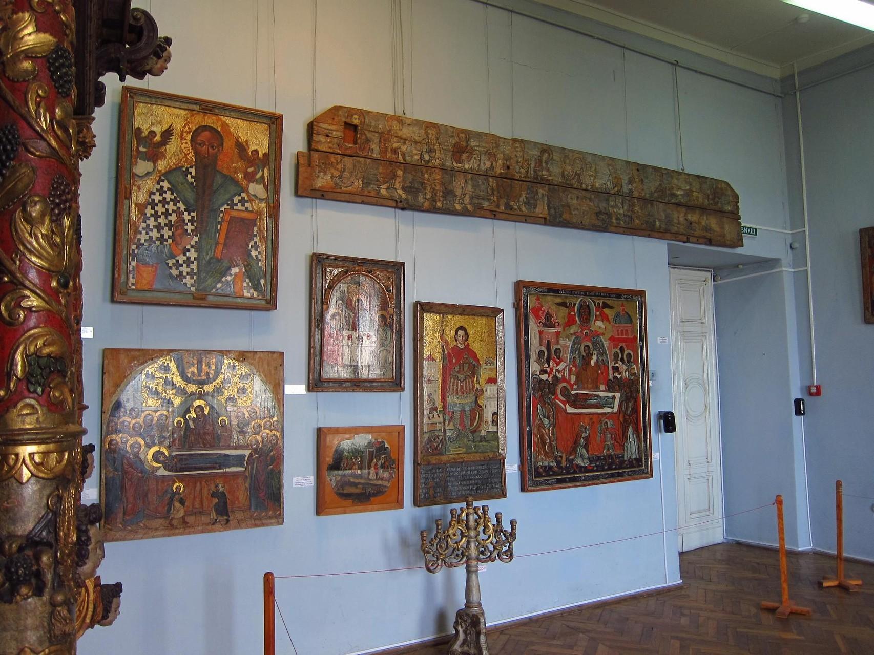 Релігійна експозиція замку.