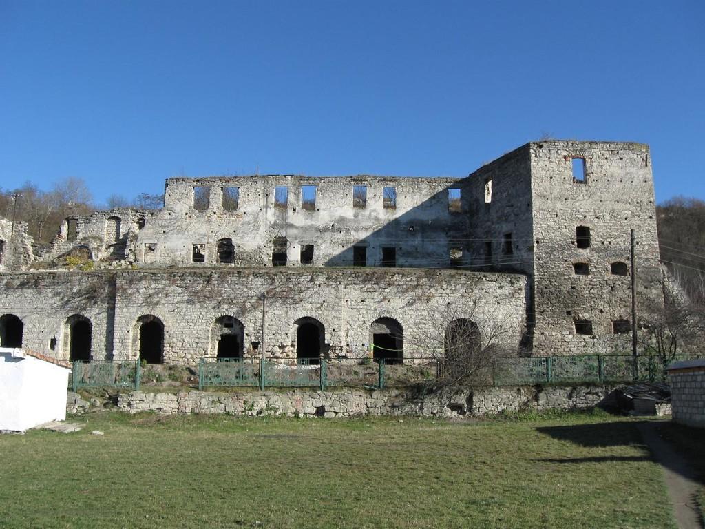Палац та південна вежа