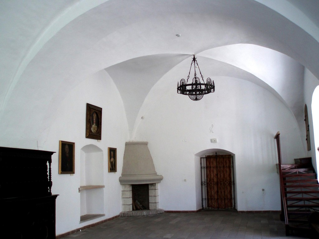 Нижні зали замку