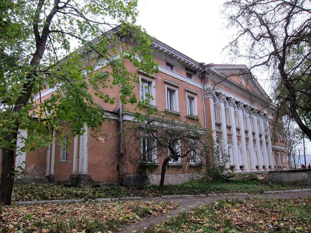 Палац з заходу
