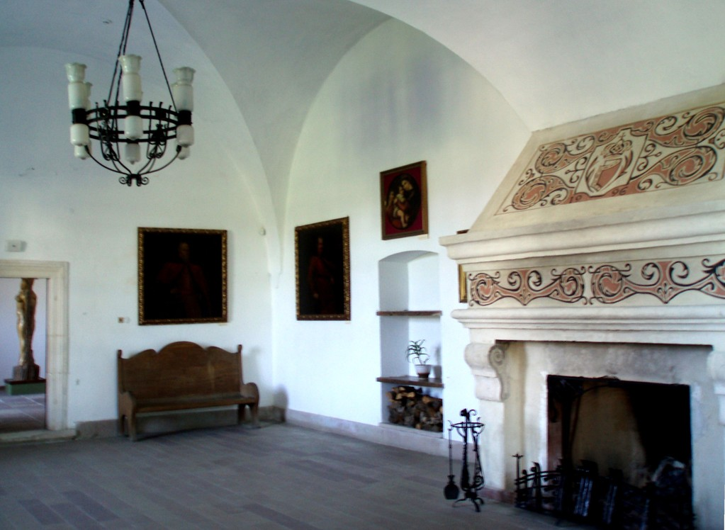 Нижній зал замку