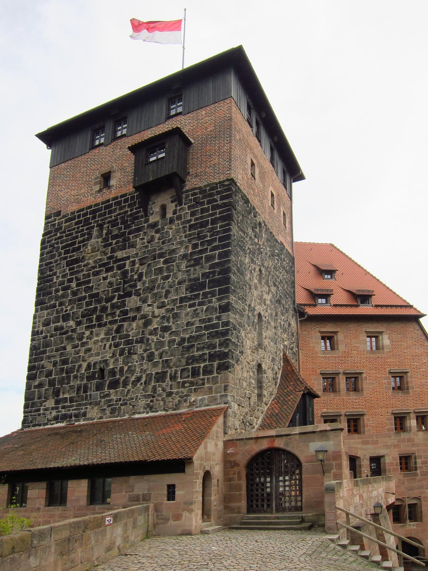 П'ятигранна вежа. Бургграфська фортеця.