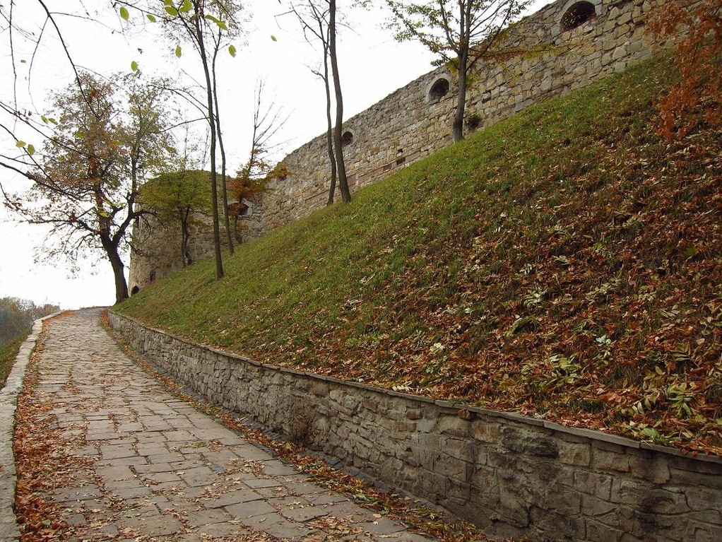 Дорога до замку з півдня