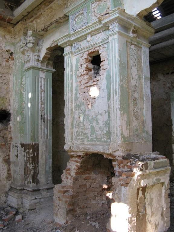 Камин в палаці