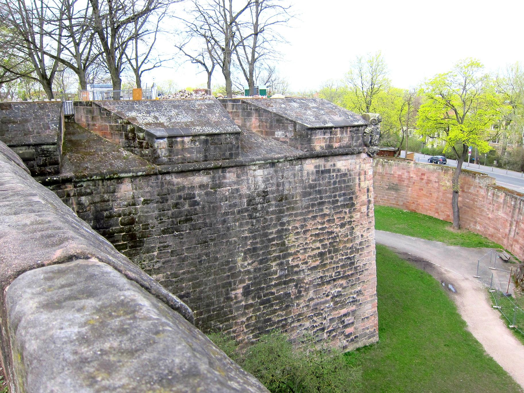 Мури фортеці з північного-заходу.