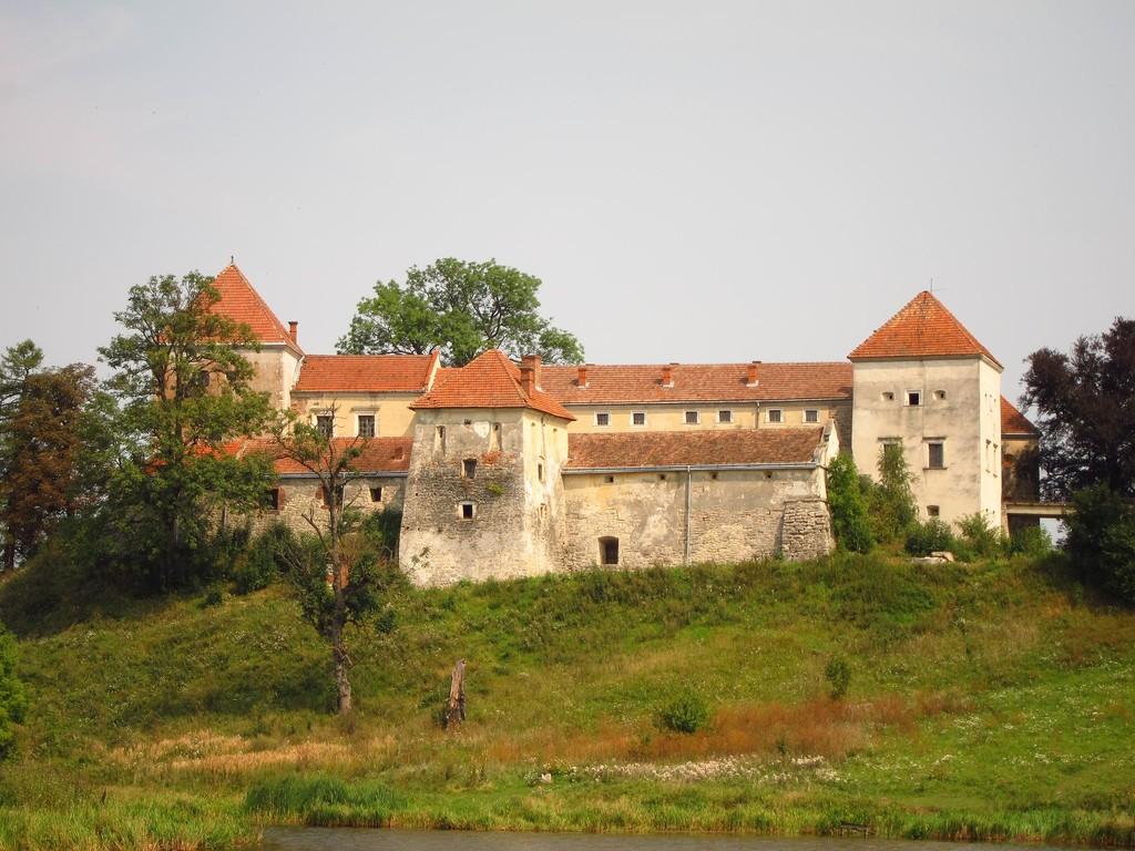 Свірж замок
