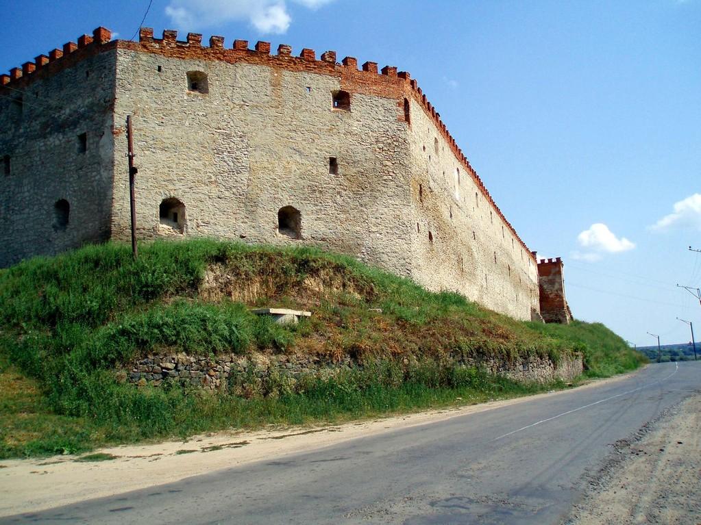 Південний мур замку.