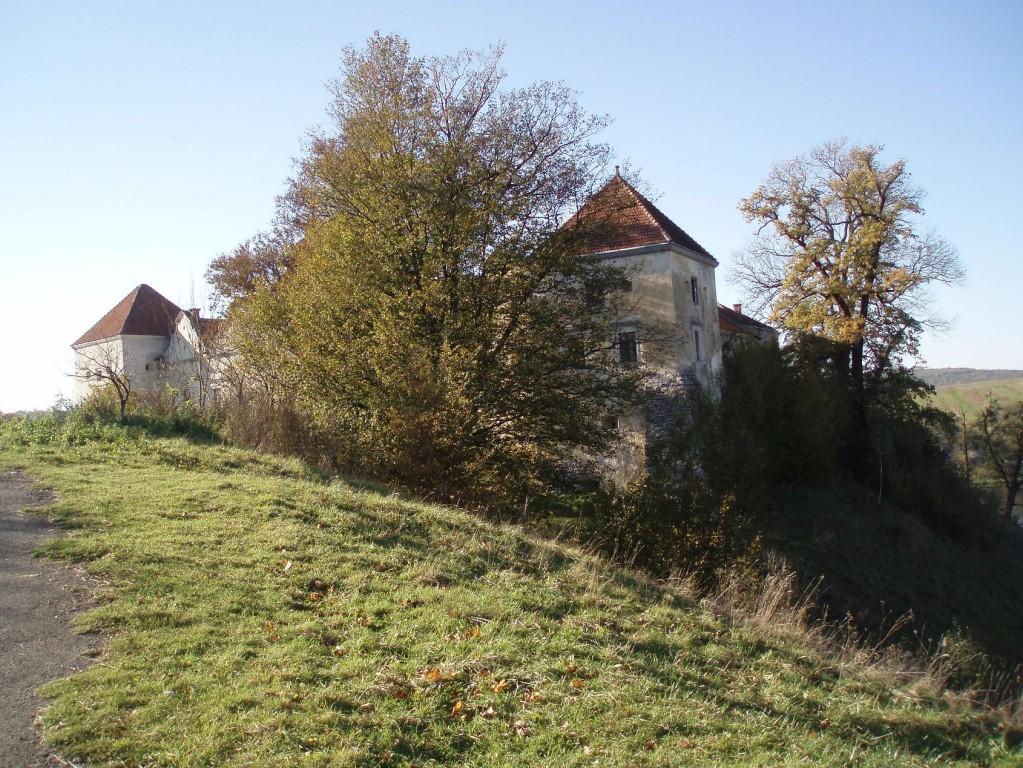 Замок з пінічно сходу