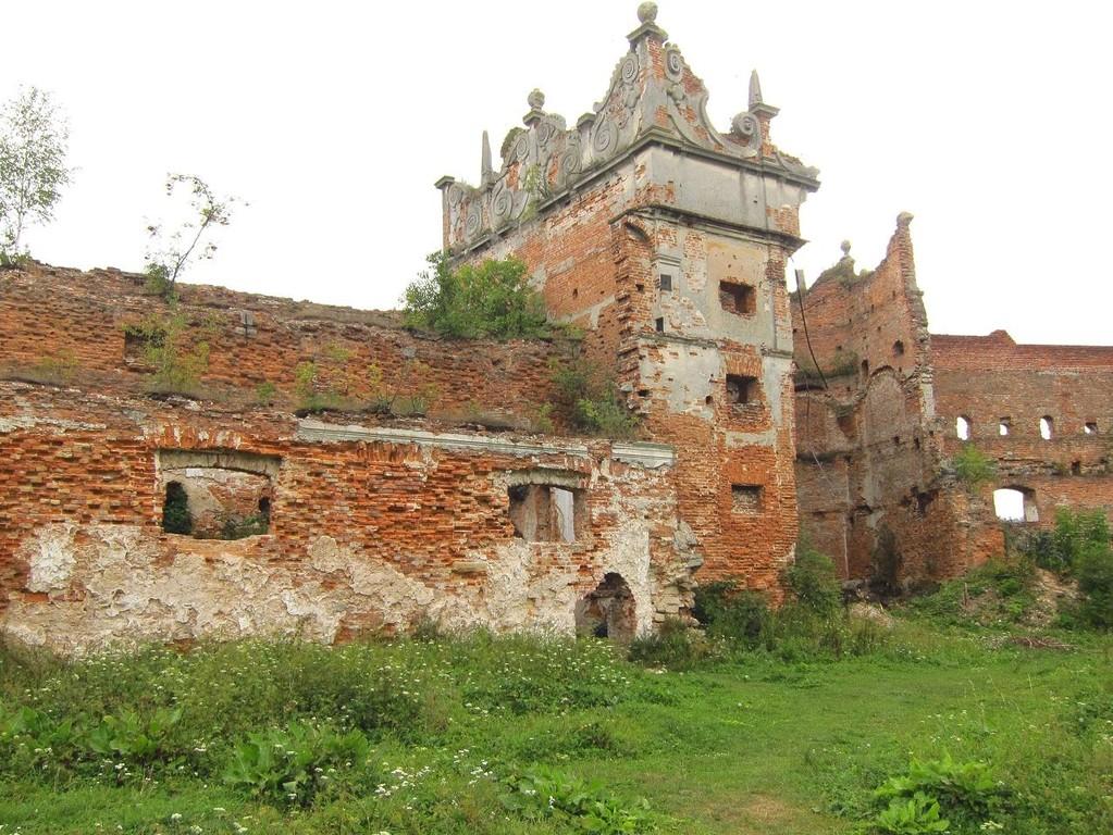 Залишки палацу та південної вежі