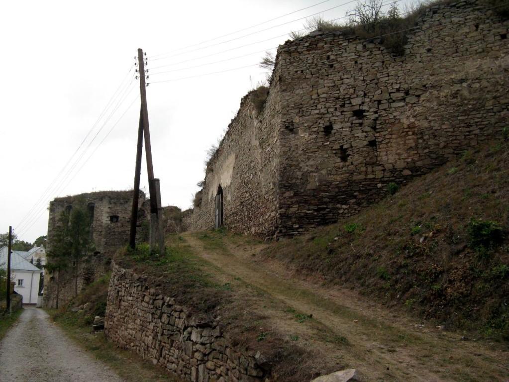 Дорога до воріт замку з південної сторони