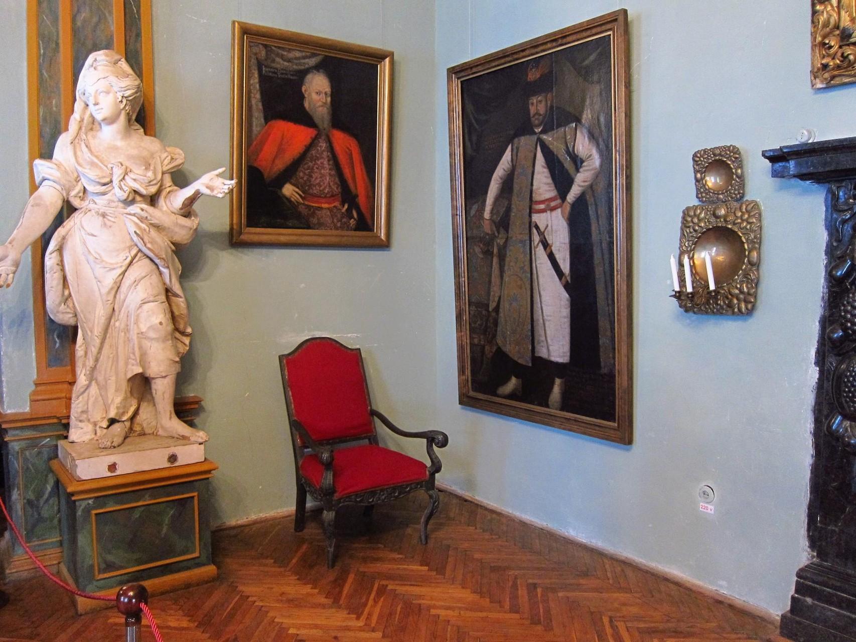 Екпозиція картин замку.
