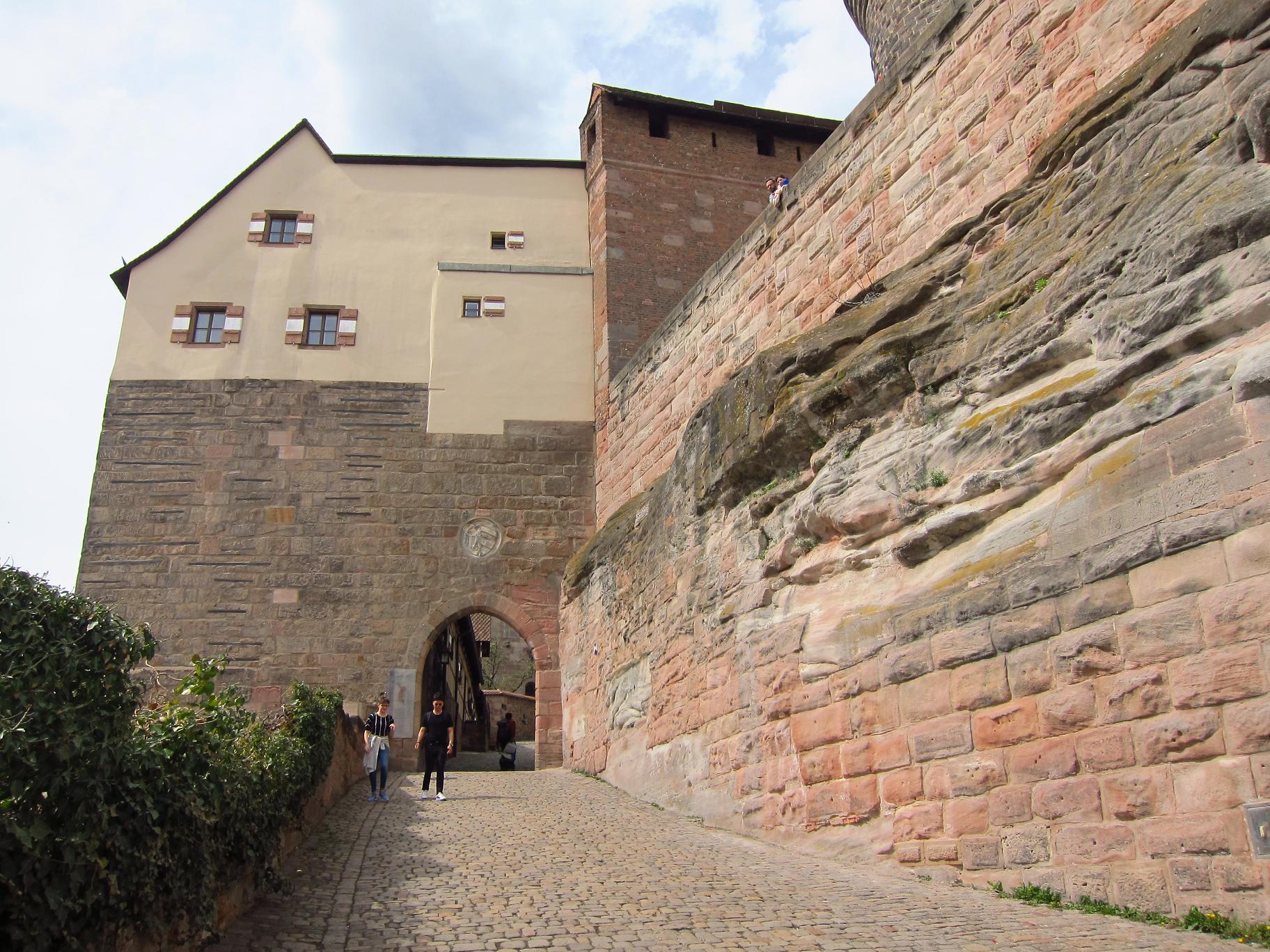 Ворота у Імператорську фортецю.