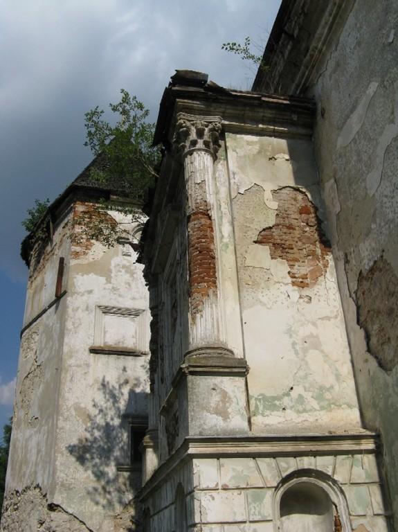 Портик східної вежі